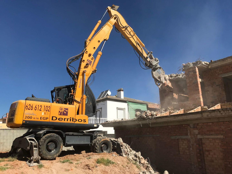Demolición mecánica vivienda Huelva